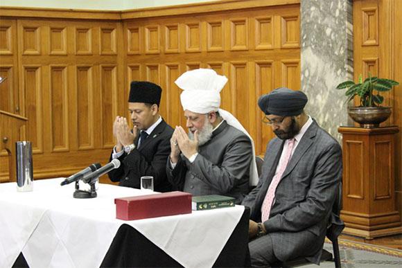 pemimpin ahmadiyah mengecam serangan selandia baru